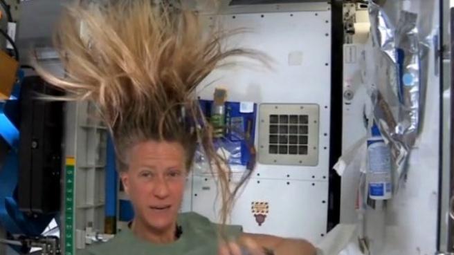 Astronotlar Uzayda Saçlarını Nasıl Yıkarlar?