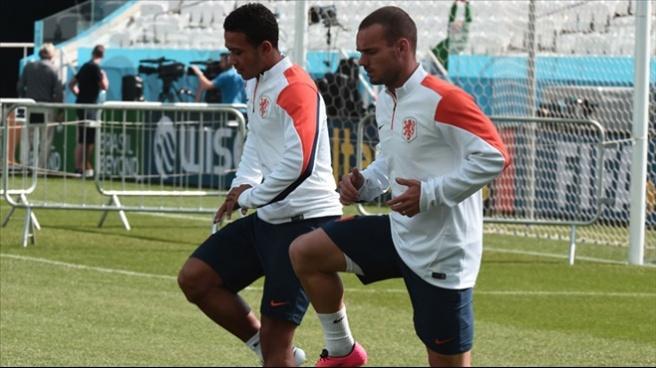 Hollanda Van Persie ve Robben'siz