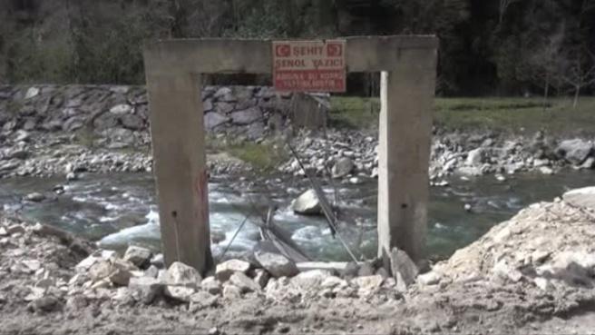 Rize Şehit Anısına Yapılan Asma Köprüyü Taş Ocağı Yok Etti