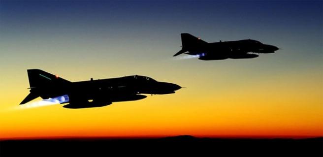 Yunan uçakları yine aynı şeyi yaptı!