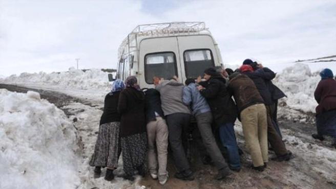 Yolu Yapılmayan Köylüler, Sandığa Gitmeyecek