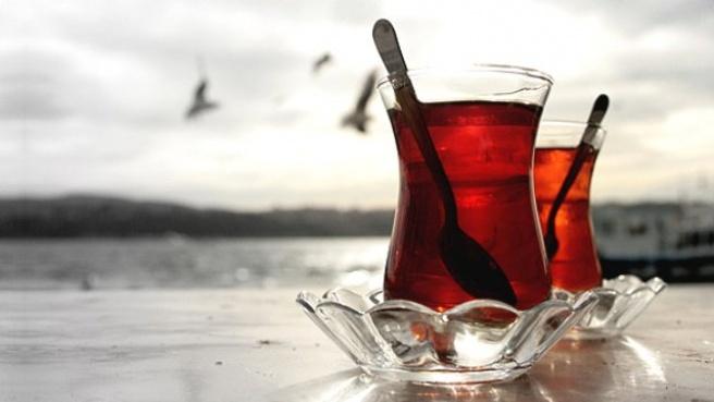 İki Bardak Çaya 10 Lira Alınca Ağır Ceza Yedi