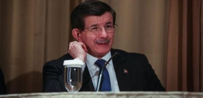 Davutoğlu'ndan 3 döneme takılanlara jest