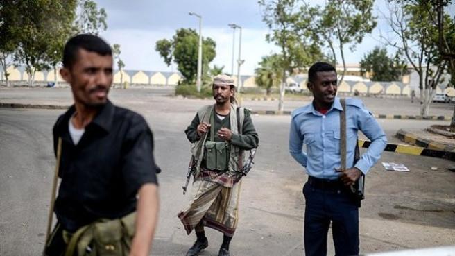 Yemen'de Cumhurbaşkanı Yanlıları Havalimanını Kontrol Altına Aldı