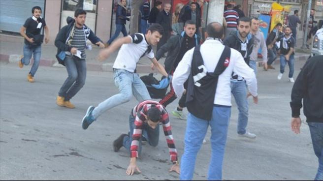 Olaylı maçta 1'i polis 4 kişi yaralandı