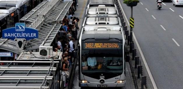 Metrobüs Durağında Gaspçı Dehşeti