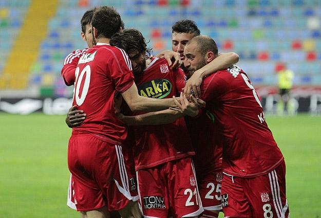 Sivasspor Zoru Başardı