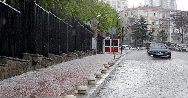 Ankara'da şiddetli dolu yağışı