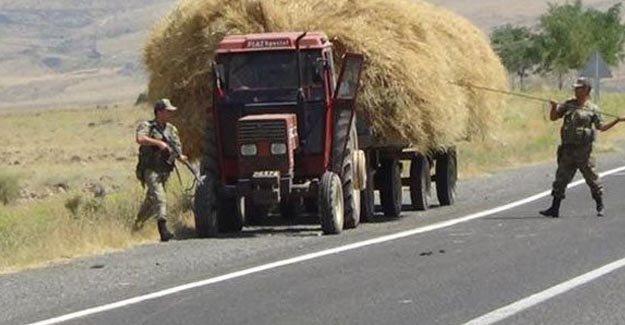 Askerden saman yüklü traktöre kontrol!