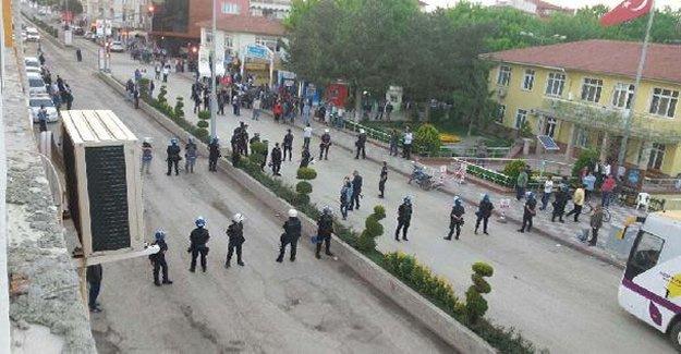 HDP'nin seçim bürosunda arbede yaşandı