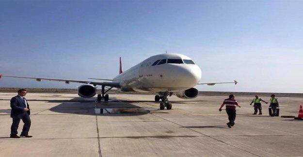 İlk uçak inişi gerçekleşti