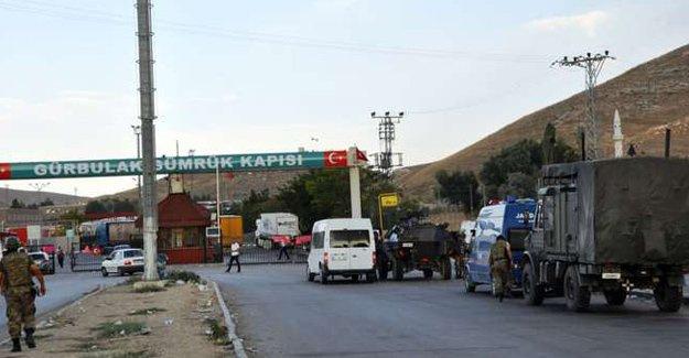 İran'dan Türkiye sınırındaki gümrük kapısını kapadı!