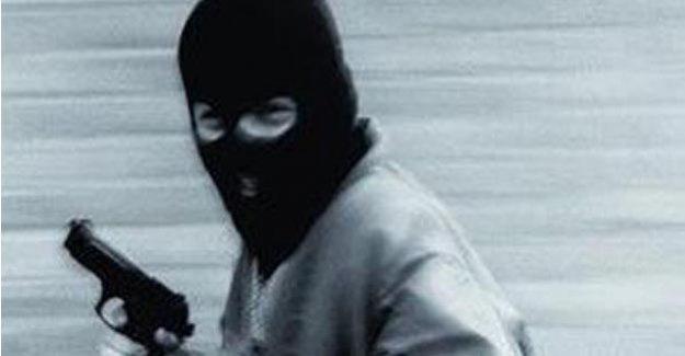Kurusıkı tabanca ile bankayı soydu!