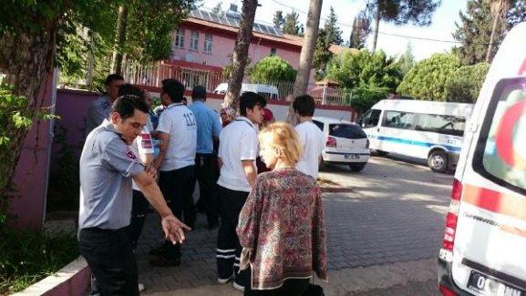 Madde bağlımlısı kızlar güvenlik görevlilerini bıçakladı