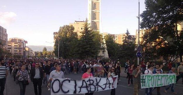 Makedonya'da 2 bakan görevden aydıldı