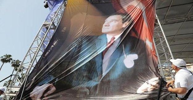 Mersin'de 'Atatürk posteri' krizi yaşandı!