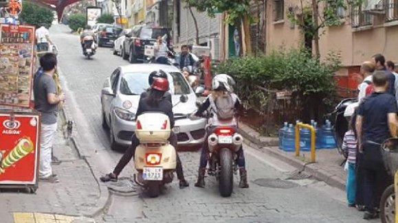 Motosikletli kadınların inadı kavga çıkardı