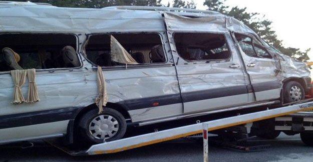 Muğla'da turist minibüsü devrildi
