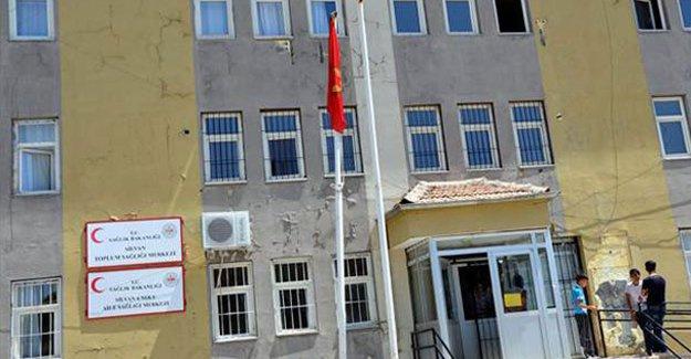 Türk bayrağının yerine PKK flaması astılar!