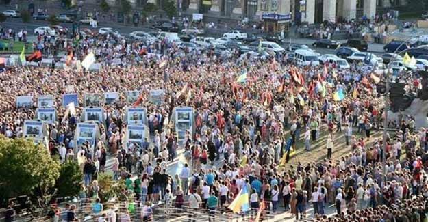 Ukrayna yine karıştı: Binlerce İnsan Sokaklarda