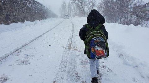 Yılın ilk kar tatili haberi çocukları sevindirdi