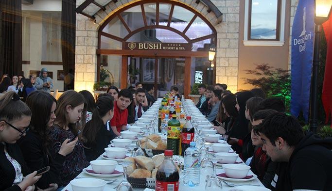 Deniz Feneri Derneği, Makedonya'nın Üsküp şehrinde yetim çocuklara yönelik iftar programı düzenledi.
