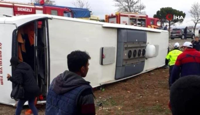 Denizli Acıpayam'da tur otobüsü devrildi, çok sayıda öğrenci yaralandı