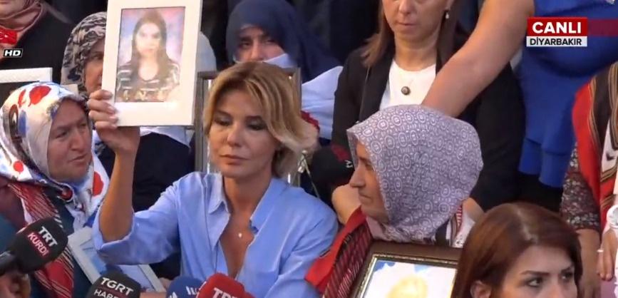 Sanatçılar 'Anneler için' Diyarbakır'da