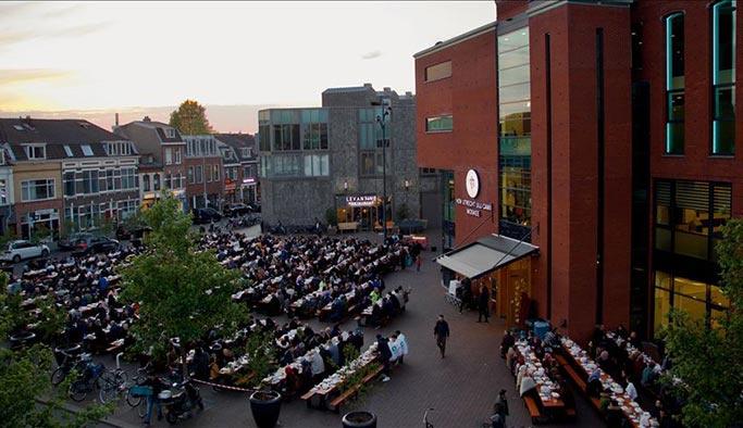 Hollanda'da 'sokak iftarı'na yoğun ilgi