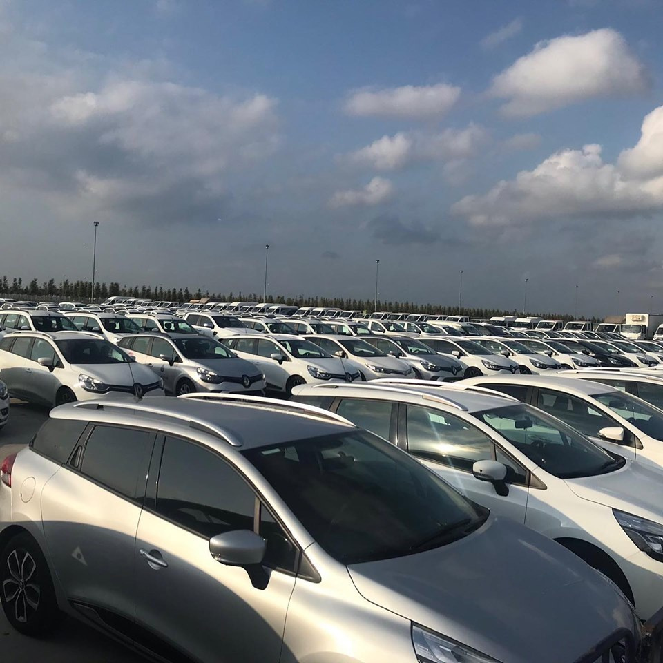 CHP lüks ve şatafatlı(!) İBB makam araçlarını Yenikapı Meydanı'nda sergiledi
