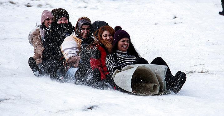 Kayak merkezleri tatilcilerle doldu taştı