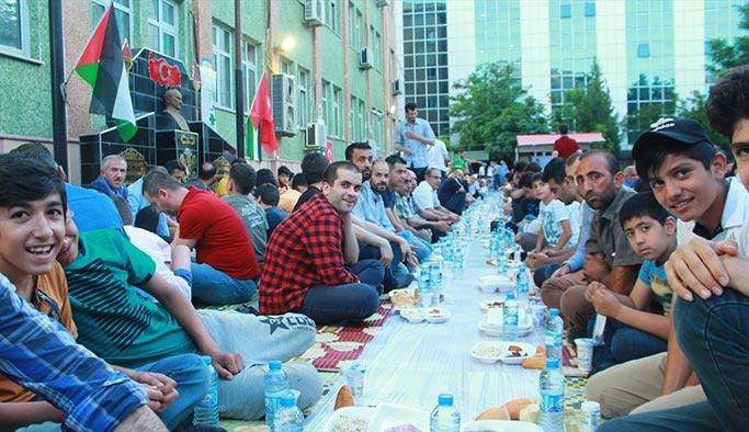 Mavi Marmara şehidi için 2 bin kişilik iftar